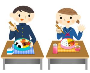お弁当を食べる学生