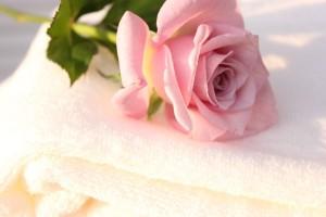 バスタオルとバラ